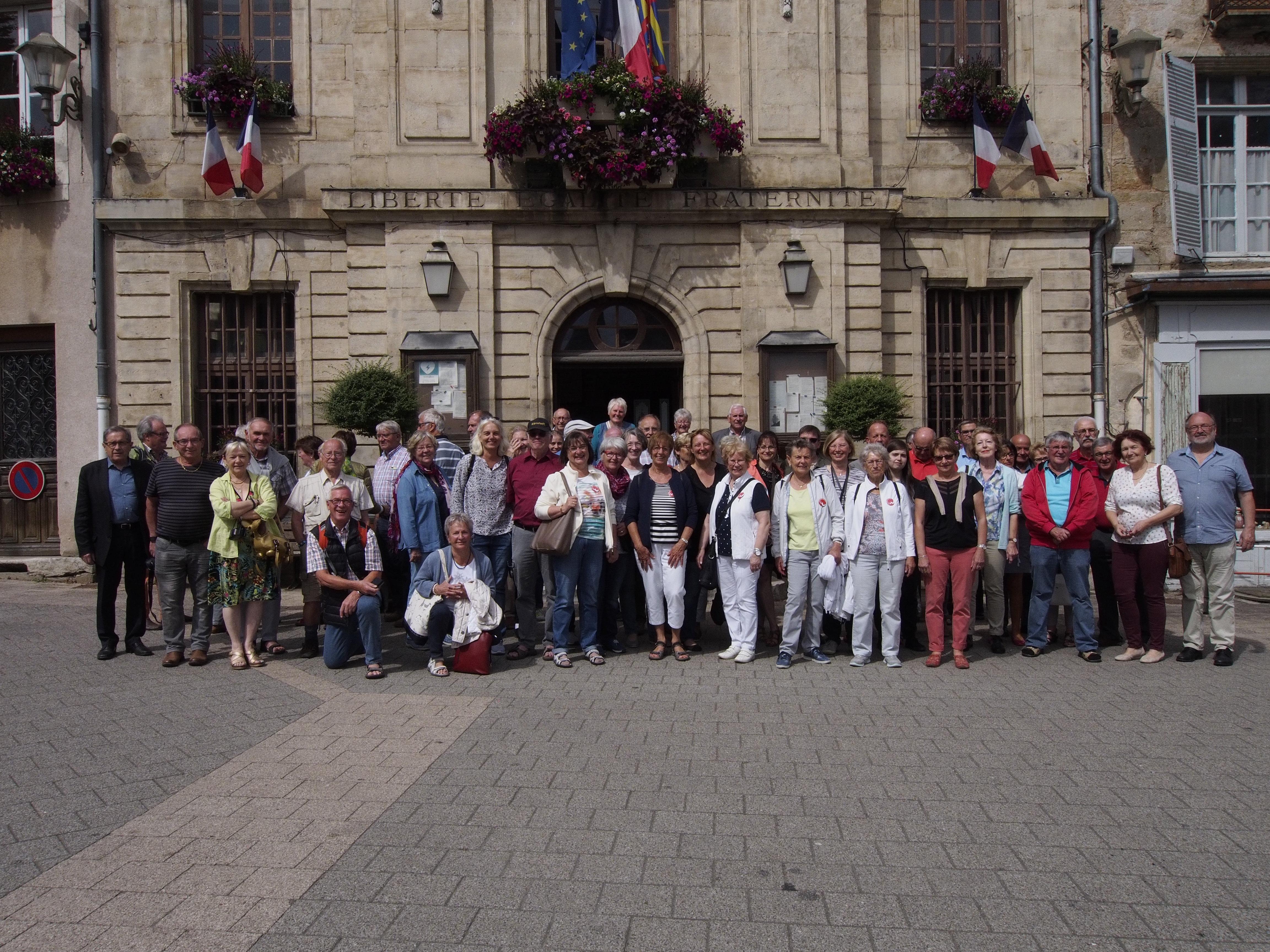 Devant la Mairie d'Arnay le Duc (2018)